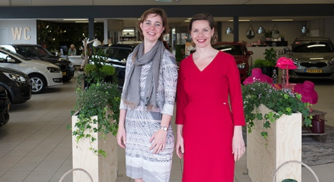 De Dames in their showroom: Mariëlle and Janita Hurkmans (L to R)